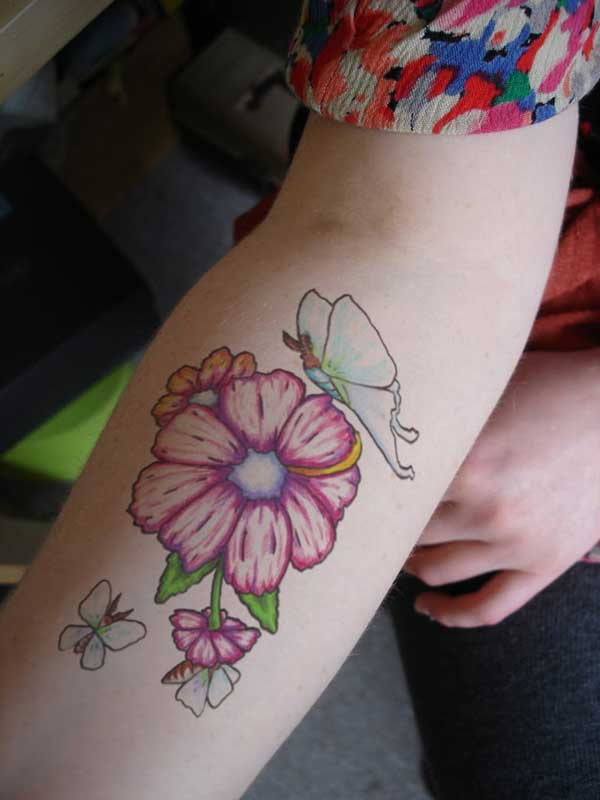 30 awesome arm tattoo designs for women for Forearm flower tattoos
